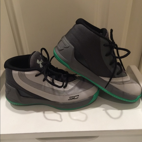 92a16afb4087 sale! Boys Under Armour Steph Curry Sneakers. M 5bd646f1534ef93b83c2714f